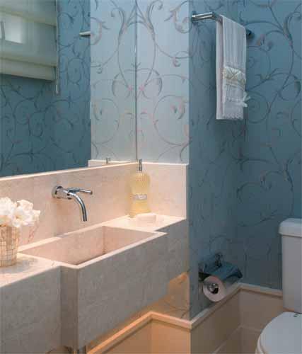 lavabo decorado com papel de parede classico