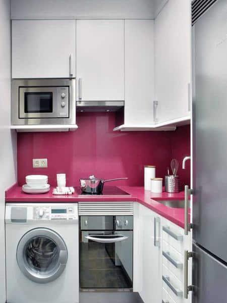 cozinha muito pequena e rosa