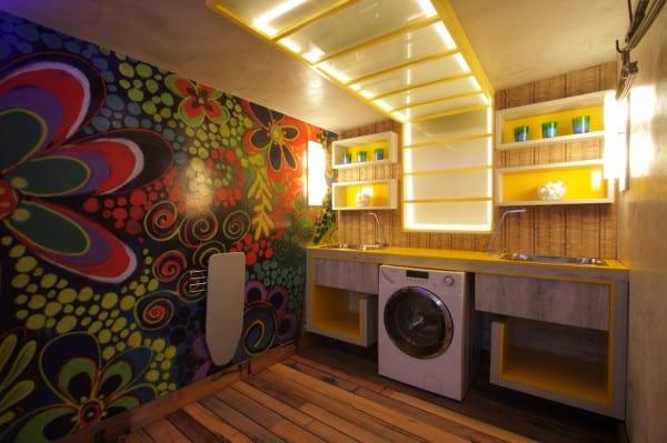 Essa é uma lavanderia da mostra Morar mais por menos, por Calina Mussi. Um dos projetos mais bonitos e diferentes que já vi de lavanderias.