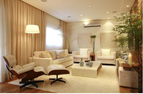 Ambientes pintados com cores off white branco sujo fotos for Sala de estar off white