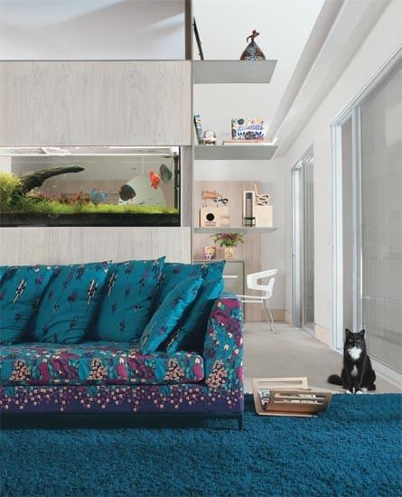casa-claudia-dezembro-aquario-sofa-estampa-floral-decoracao_05