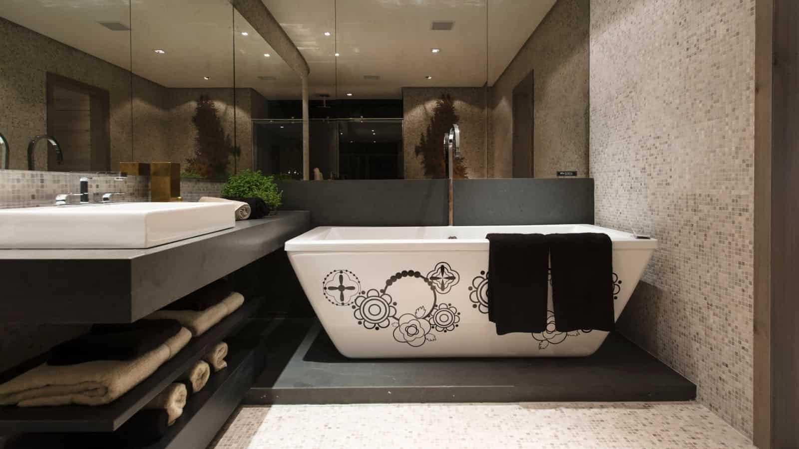 imagens de banheiros com pastilha de vidro Construção e Design #495924 1600x900 Banheiro Com Uma Parede De Pastilha
