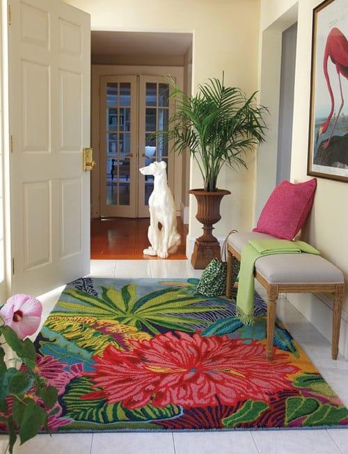 hall com tapete estampado floral
