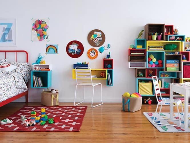 quarto de crianca com dois tapetes estampados