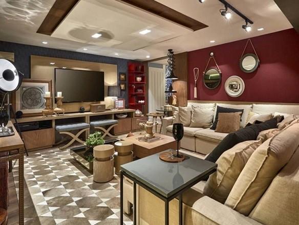 sala colorida com tapete estampadao bege