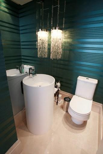 Lustre pendente no lavabo. Fonte: Coisas que a gente adora