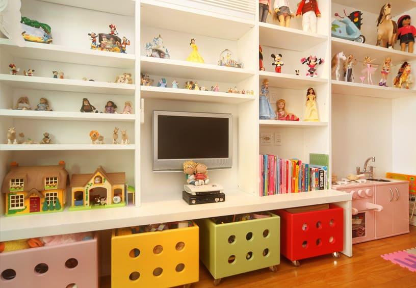 estante para brinquedos das criancas como organizar