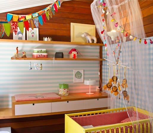 quarto de bebe simples e colorido