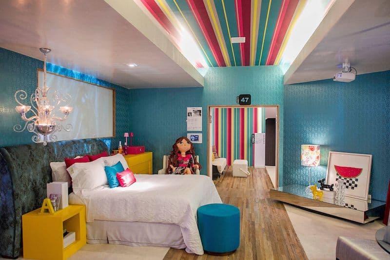 quarto de menina colorido e divertido azul e rosa