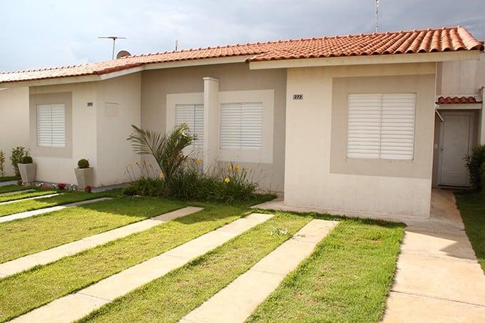 17 ideias de fachada para casas pequenas veja fotos for Fotos de casas modernas simples