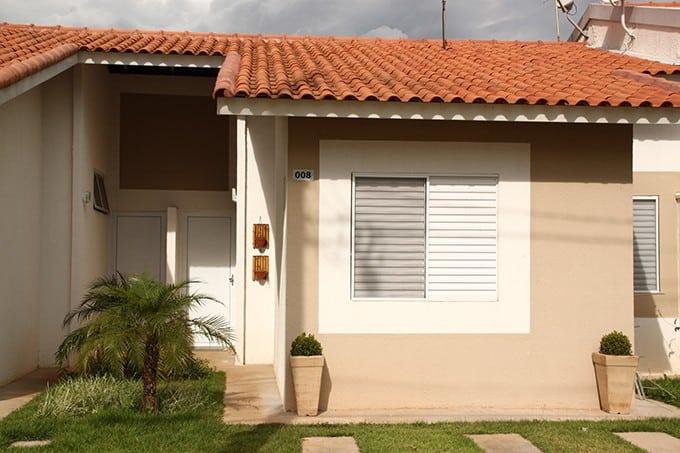 17 ideias de fachada para casas pequenas veja fotos for Diseno de frente de casa pequena