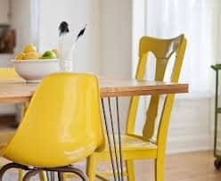 usar amarelo nas cadeiras decoracao
