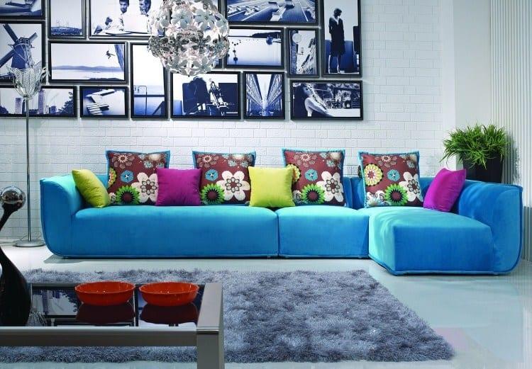 sala com sofa de canto azul