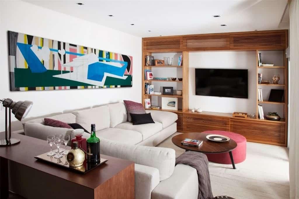 sala pequena com sofa de canto e aparador