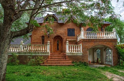casa grande rustica com tijolo a vista
