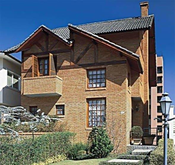 22 ideias para fachadas de casas r sticas com tijolos for Casas modernas pintadas