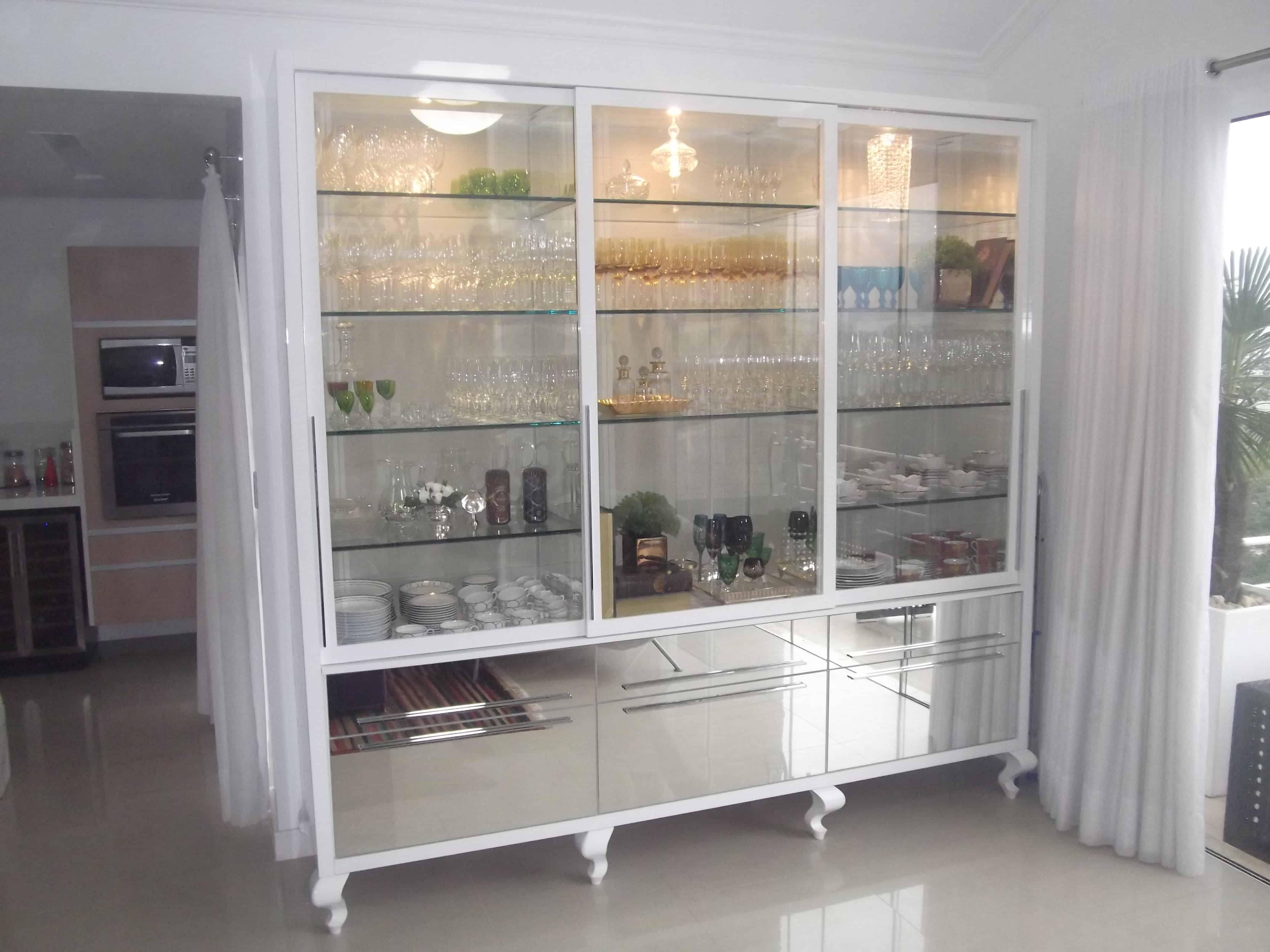 Cozinha Decorada Com Prateleiras De Vidro Beyato Com V Rios