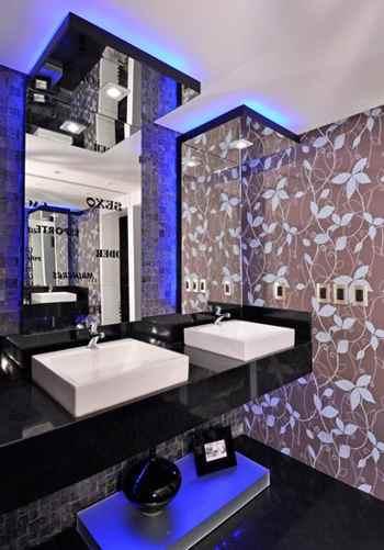 21 lavabo ocm piso preto e papel de parede