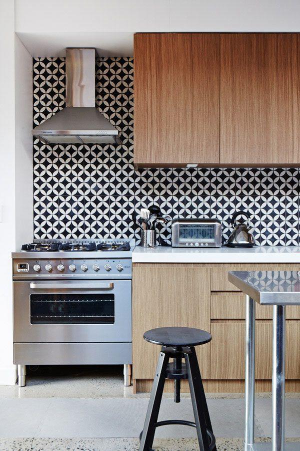 Cozinha com revestimento hidraulico preto