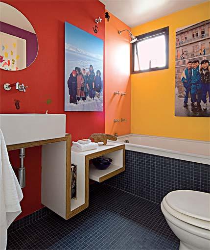 projeto de banheiro moderno e colorido