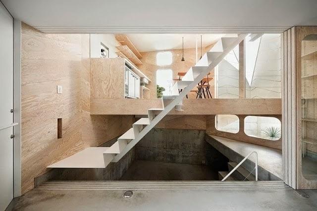 Escada de metal moderna e branca