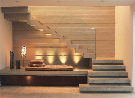 Escada moderna com futton embaixo