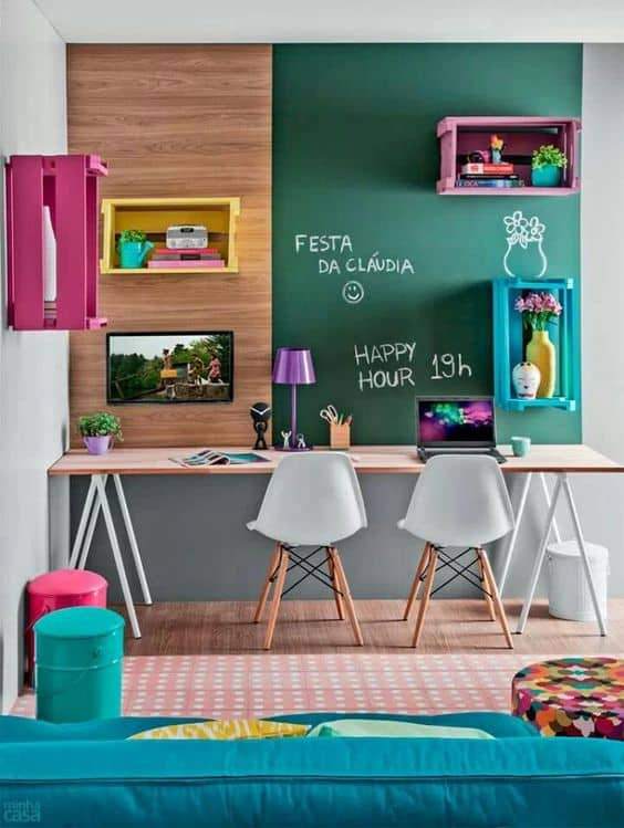 home-office-com-nichos-coloridos