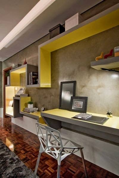 home-office-amarelo-com-estante