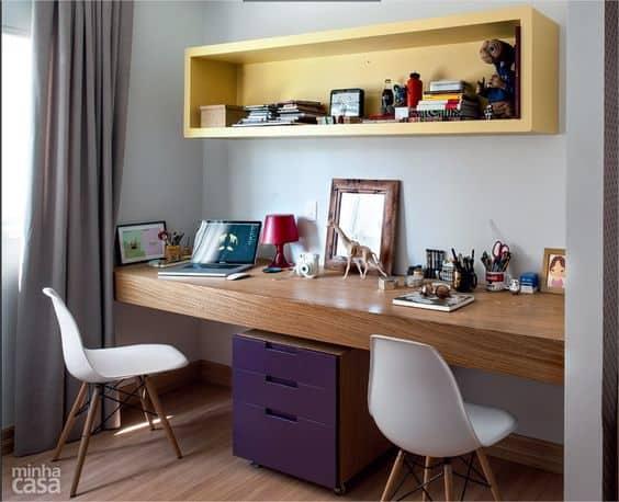 home-office-pequeno-e-colorido-para-2