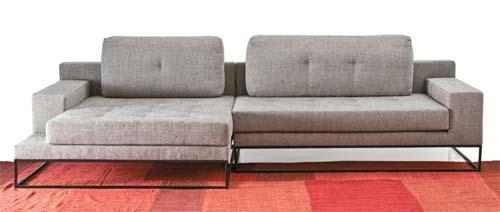 como combinar o sofa com o tapete na sala