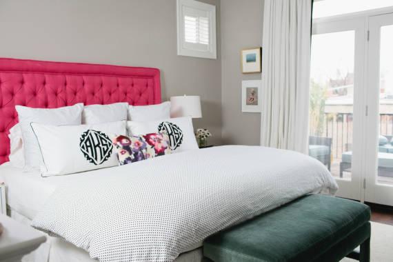 cabeceira rosa no quarto