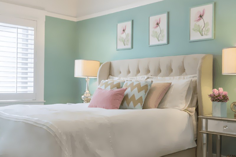 quarto feminino com parede verde