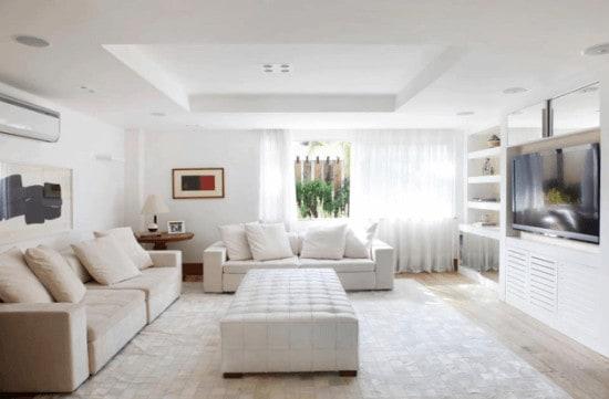 sala moderna com decoracao branca