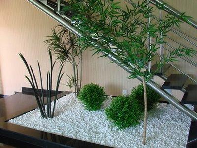 jardim abaixo da escada