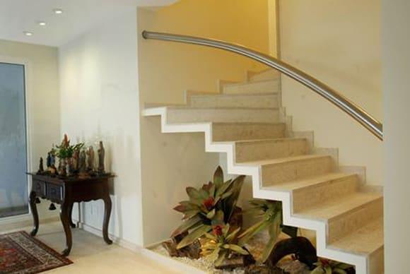 plantas abaixo da escada