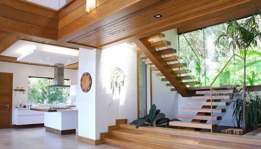escada com jardim embaixo