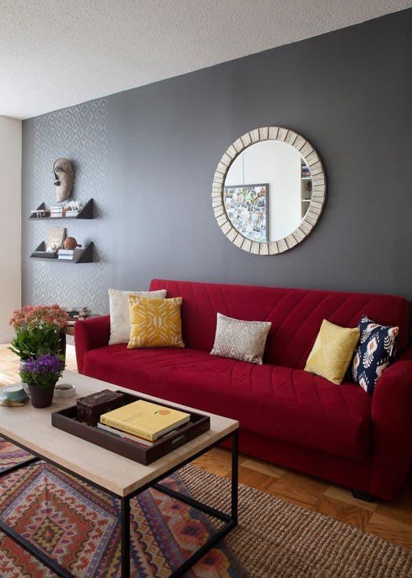 sala com sofa vermelho moderna