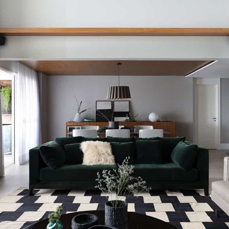 sala moderna com sofa verde