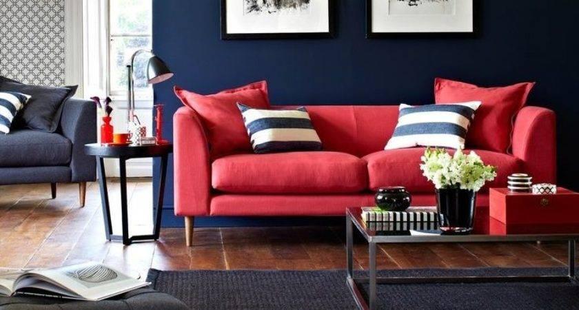 sala moderna sofa vermelho e decor azul