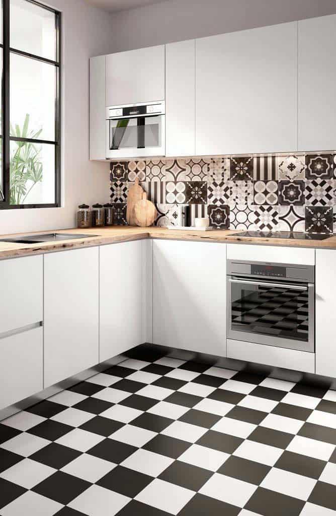 cozinha branca com detalhes preto