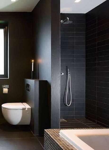 banheiro com piso e parede preta