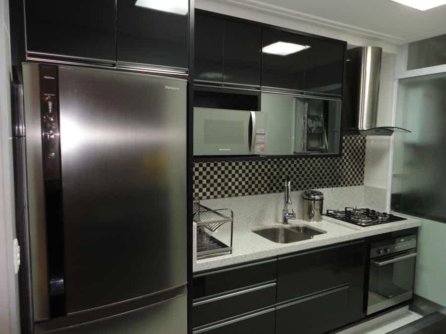 cozinha preto e branca simples