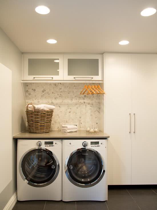 Local para pendurar roupas na lavanderia