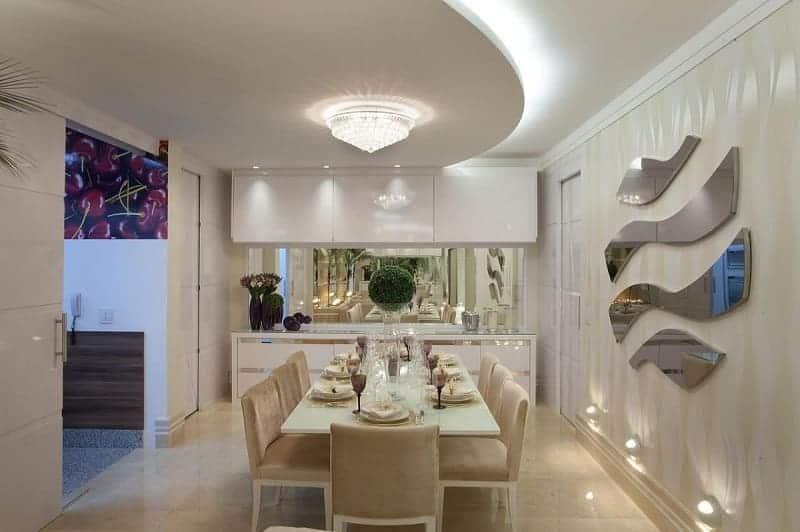Sala de jantar com gesso arredondado com sanca