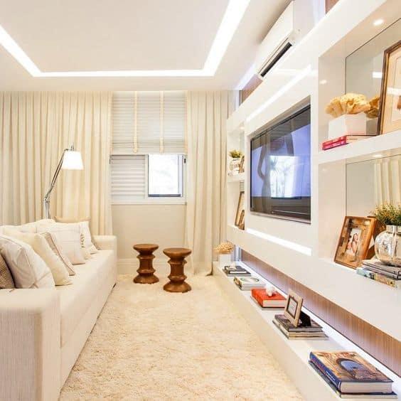 Decoração de sala clean com projeto de gesso de rasgo de luz