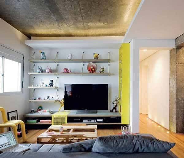 Sala moderna com detalhe de forro de gesso e teto de concreto