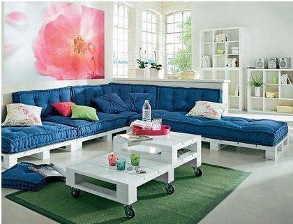 sofa de canto feito com pallets e futons