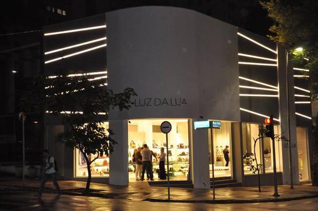 09 projeto de iluminacao na fachada comercial