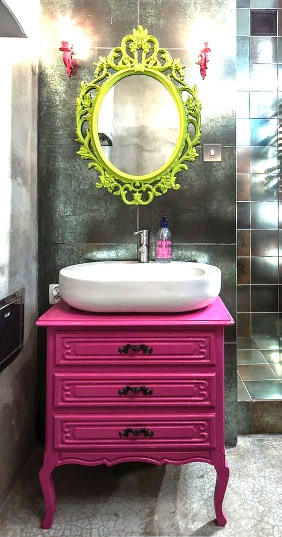 movel rosa antigo banheiro colorido