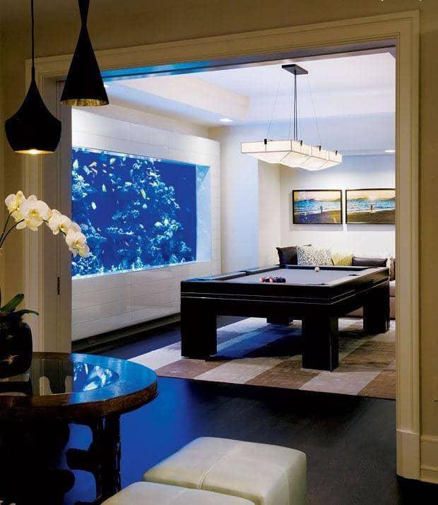 aquario na sala de jogos elegante